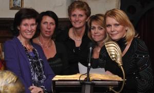 Het eerste Vrijwillgersteam bestaande uit: Corrie, Mariska, Lenie, Monique en Linda